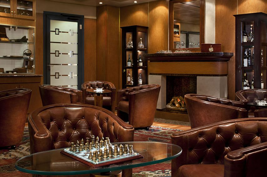 After dinner, why not stop off for a relaxing nightcap? Photo courtesy of Regent Seven Seas Cruises.