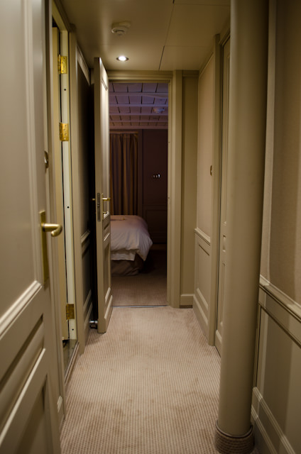 Hallway linking the entrance suite with tthe chance air Photo © 2013 Aaron Saunders