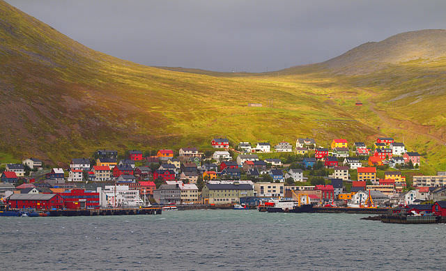 Honningsvag is nestled in amongs some of Norway's most rugged landscapes. Photo courtesy of Wikipedia / Creative Commons