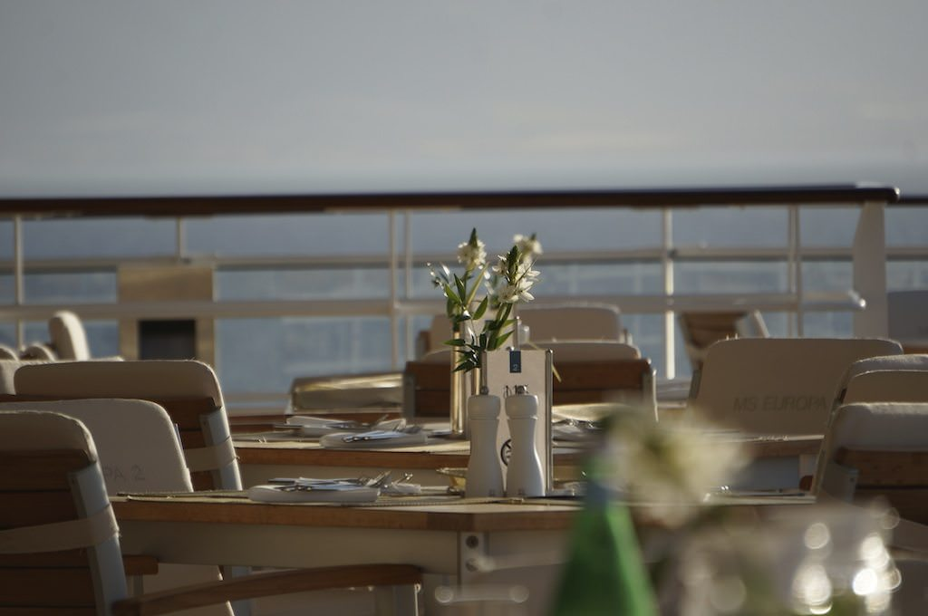 Outdoor Dining At The Yacht Club