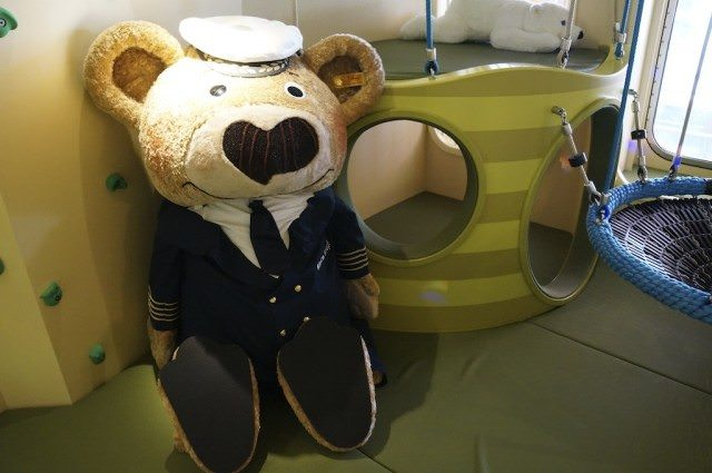 The Steiff bear Captain Knopf will come along as a mascot on family cruises. © 2013 Ralph Grizzle