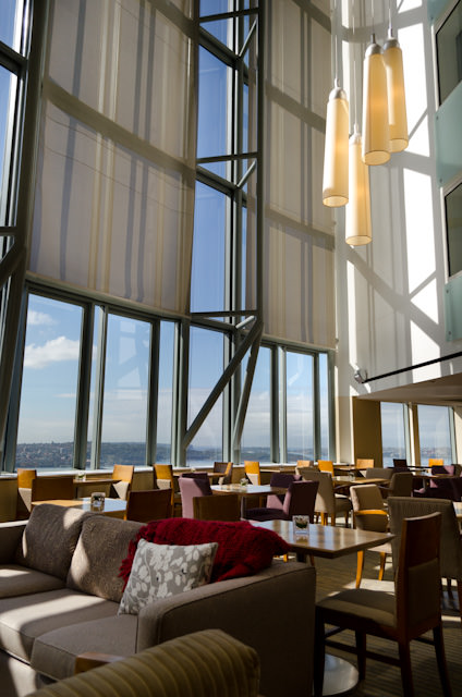 The striking Horizon Club on the 30th Floor also offers a light breakfast for eligible guests. Photo © 2014 Aaron Saunders
