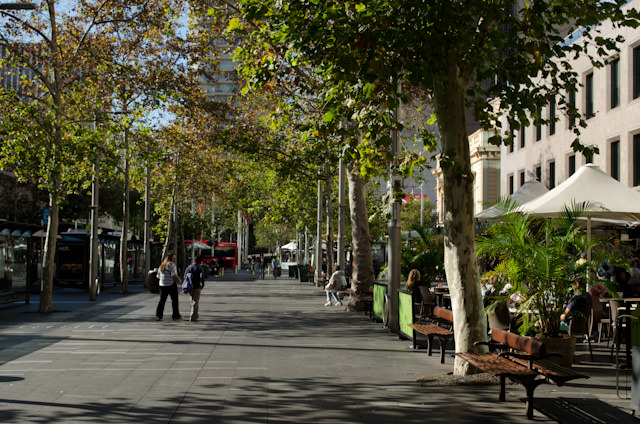 Setting out on a fantastic stroll around Sydney from the Shangri-La Hotel. Photo © 2014 Aaron Saunders