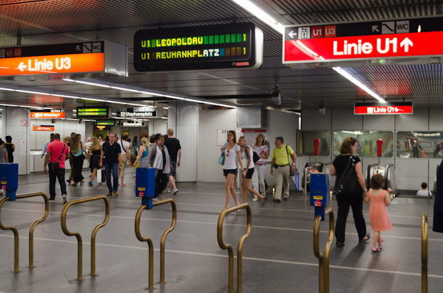 Signage is well-posted in all stations. Pictured here is Stephansplatz Station. Photo © 2014 Aaron Saunders