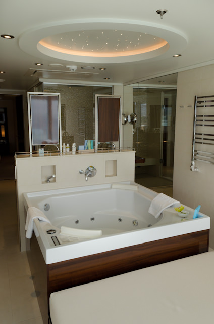 ...and the reverse angle, showing the bathroom and whirlpool tub. Photo © 2014 Aaron Saunders