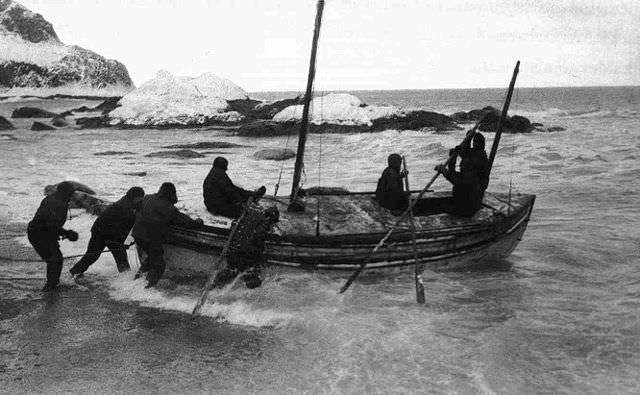 Shackleton's crew launch the James Caird from Elephant Island in their 1916 rescue effort. Photo courtesy of Wikipedia / Creative Commons