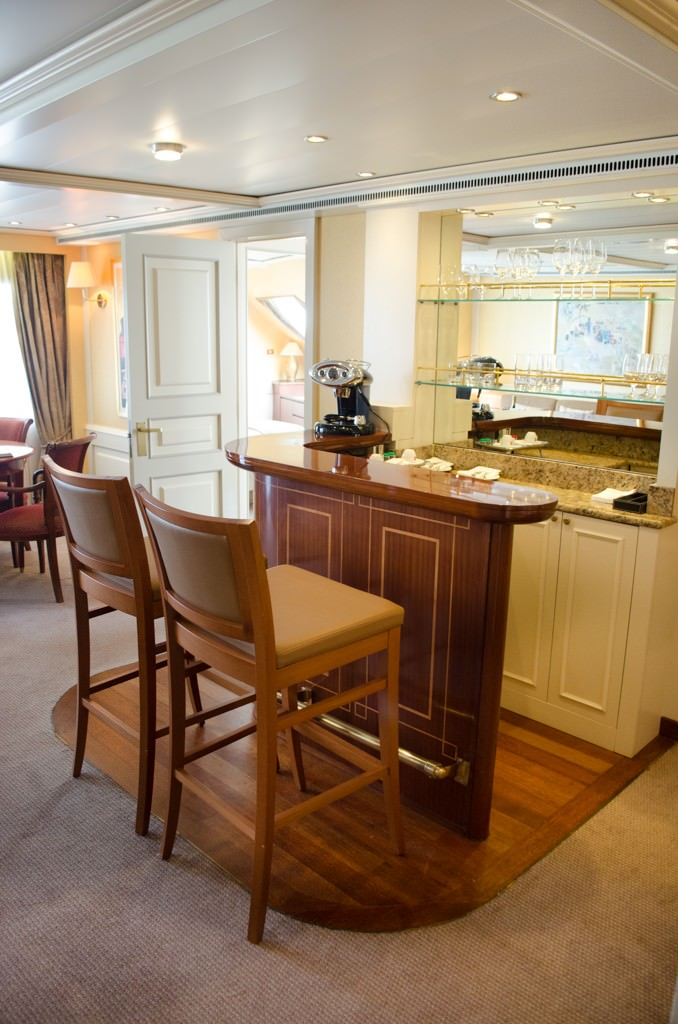 Grand Suite bar setup in the Isabella Rosselini Suite. Photo © 2015 Aaron Saunders