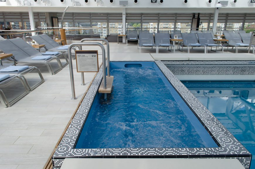 Bonus points for the custom-designed, rectangular hot tub that fits in with the design of the rest of the pool area. Photo © 2015 Aaron Saunders
