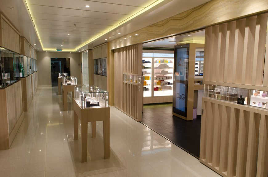 Viking Star boutiques, Deck 1. Photo © 2015 Aaron Saunders