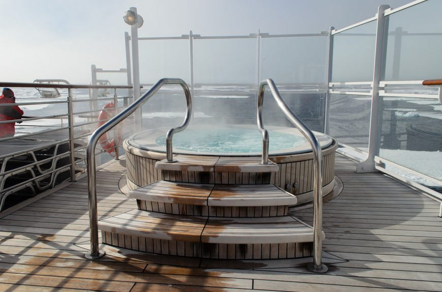 Though I am amazed so few guests enjoyed the hot tubs today! Photo © 2015 Aaron Saunders