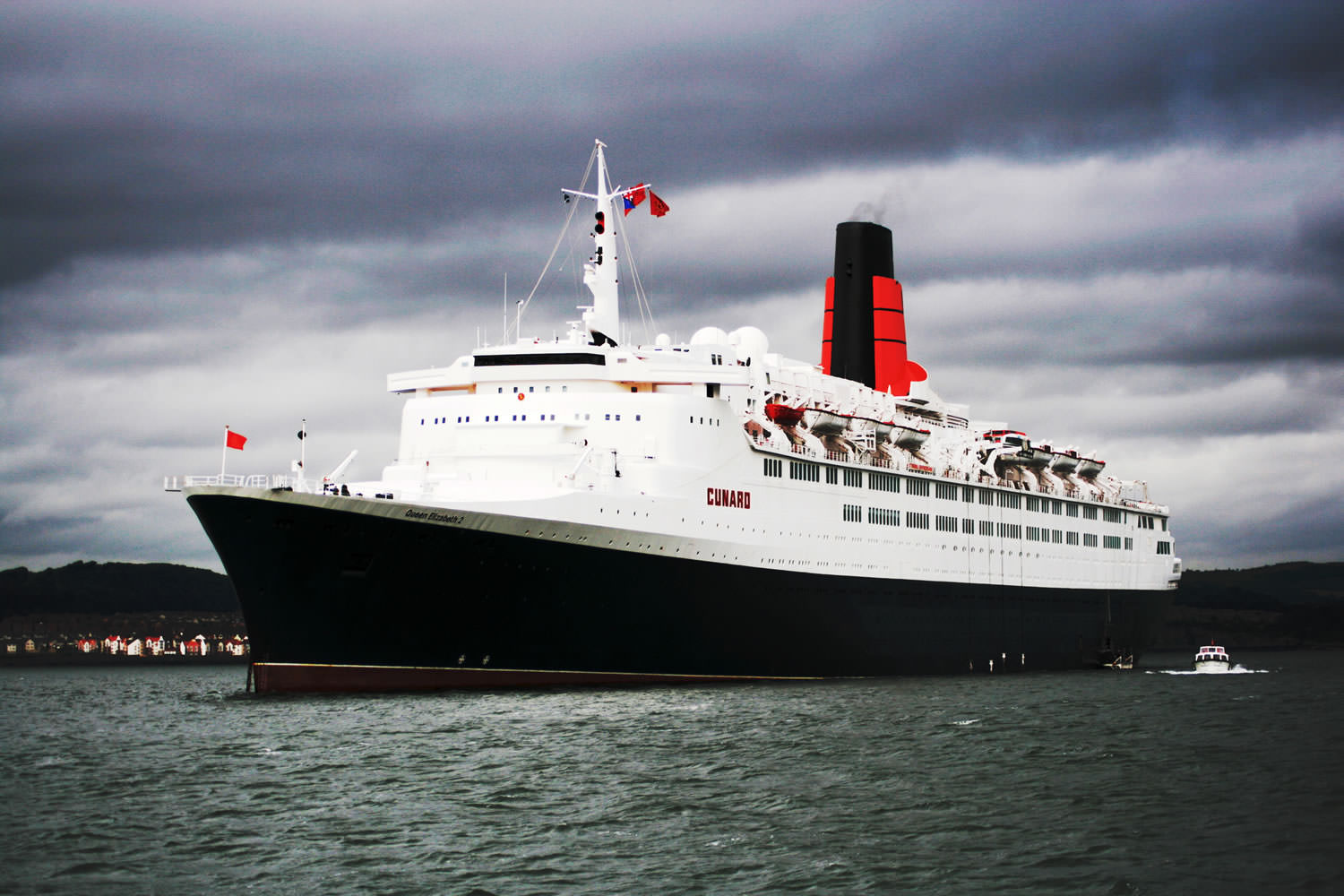Cunard's Queen Elizabeth 2, Queen Mary 2's predecessor. Photo courtesy of Wikipedia / Creative Commons