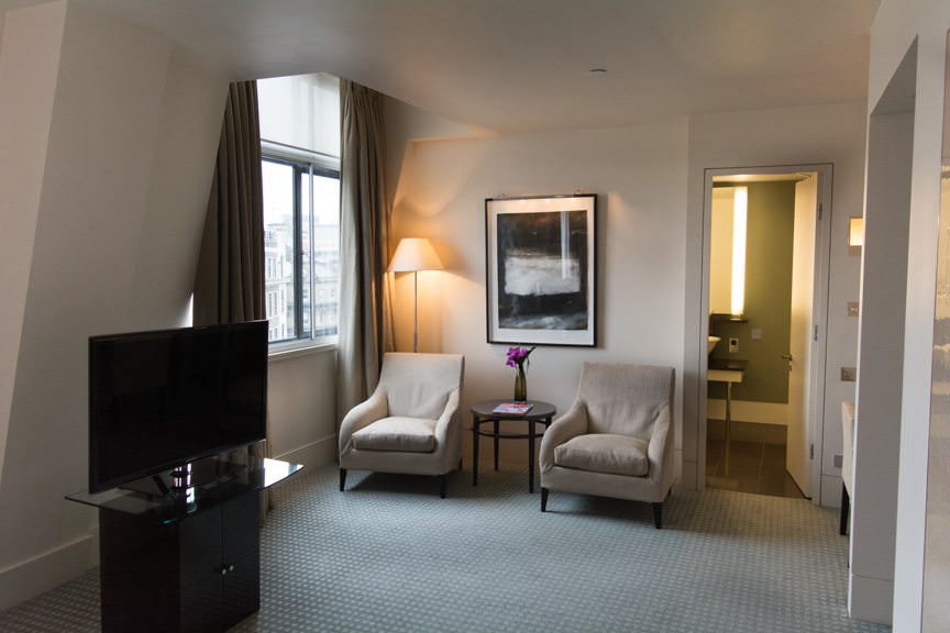 ...one of One Aldwych's Deluxe Rooms. Larger full suites are also available. Photo © 2015 Aaron Saunders