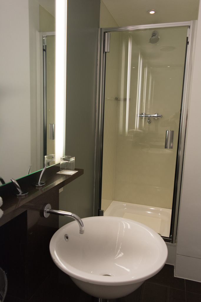 ...and a soaker tub and separate standalone shower. Photo © 2015 Aaron Saunders