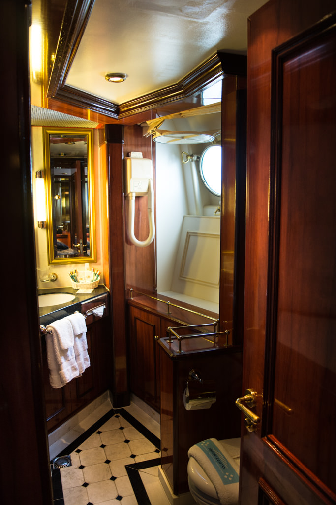 ...and a nautically-themed bathroom. Photo © 2015 Aaron Saunders