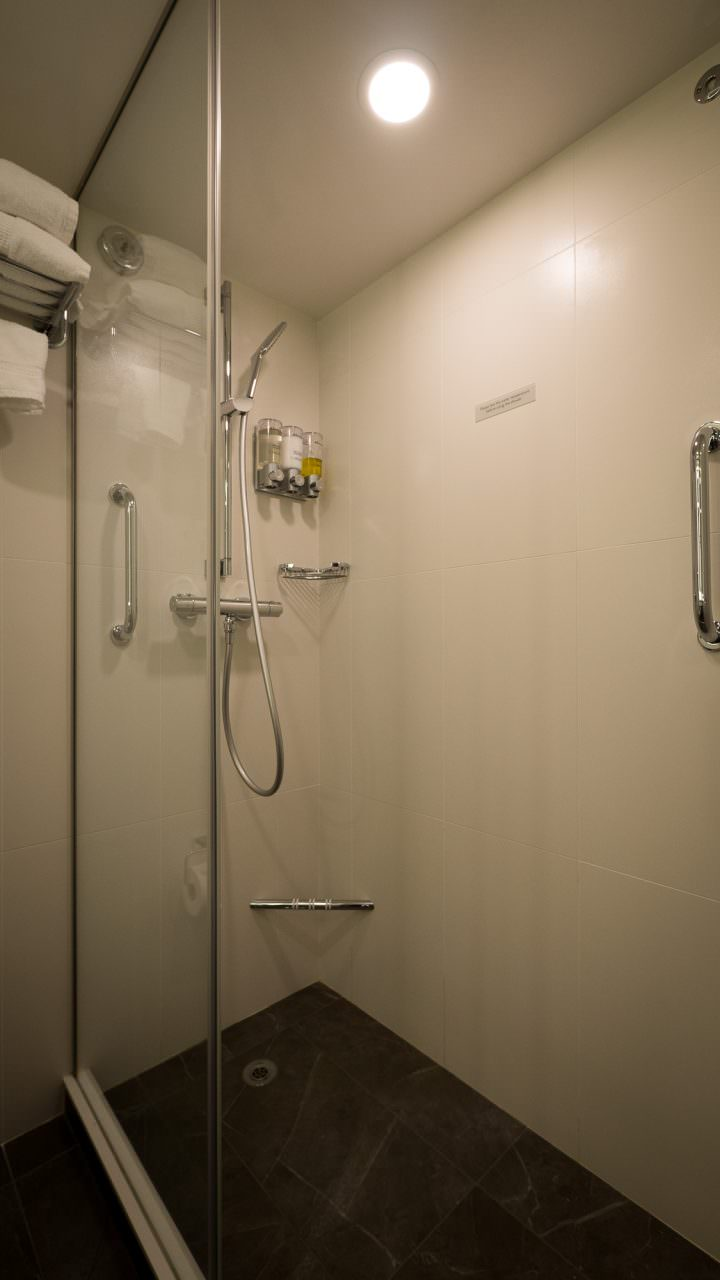 Koningsdam Shower