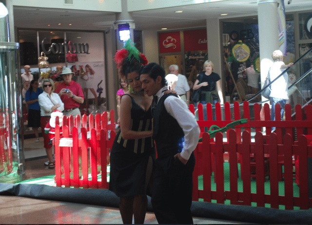 It is commonplace to see Tango performed in shopping malls and on the sidewalks
